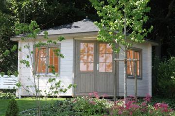 Wolff Finnhaus Gartenhaus Maria 44-A mit schwarzen RE-DS und schwarzer DachhaubeWandmaße (B x T in cm): 300 x 300
