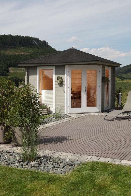 wolff finnhaus gartenhaus katrin 58 b mit roten re ds und schwarzer dachhaubewandma e b x t in. Black Bedroom Furniture Sets. Home Design Ideas